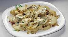 картофельный салат с салями и зеленой фасолью