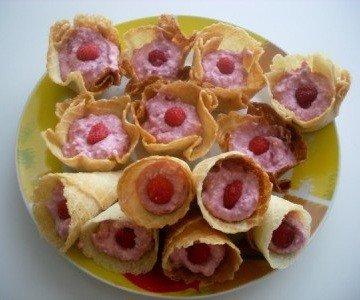 Рецепт приготовления творожно-вафельных рожков с ягодами