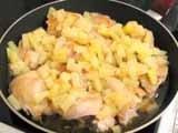 Курица тушенная с ананасами