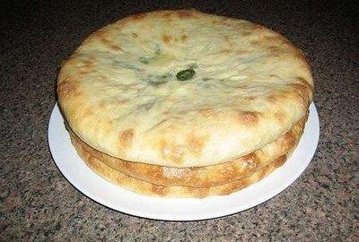 Осетинские пироги готовы! Подавайте их быстрее на стол, пока они не остыли.