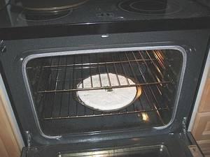 Ставим сковороду в духовку