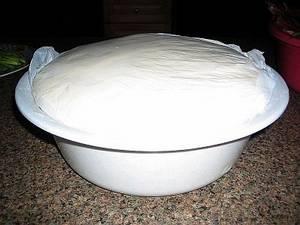 Тесто для осетинских пирогов поднялось