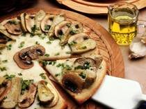 Шампиньоны и пицца с грибами
