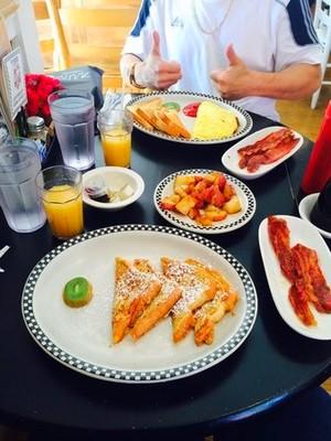 Новогодний средиземноморский завтрак