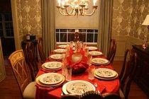 Как украсить праздничный стол на Новый год
