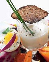 """Новогодний салат из печеных овощей с семгой и белым соусом """"Прованс"""""""
