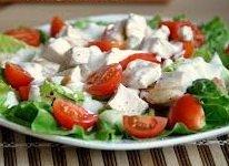 Салат из красных помидоров с кислым молоком
