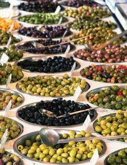 Зеленые или черные оливки