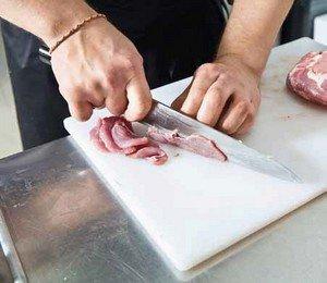Подготавливаем мясо