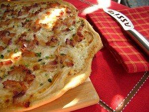 Фламмкухен - хрустящая пицца с салом и луком