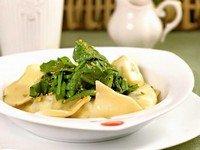 Равиоли с крабовым мясом и моцареллой с соусом из шпината