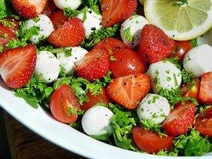 """Ингредиенты, необходимые для приготовления салата """"Летний восторг"""""""