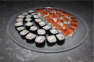 """Вот и готовы наши суши """"Сяке маки"""" и """"Филадельфия"""" готовы!"""