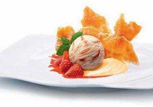 Процесс приготовления десерта мильфей с мороженным приготовление
