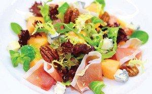 Вот и приготовили мы салат весенний с Горгонзолой