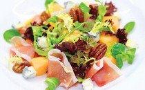 Салат весенний с голубым сыром Горгонзола