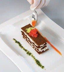 Украшаем мильфей соусом песто и имбирно-морковным концентратом