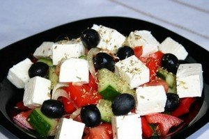 Добавляем в греческий салат орегано