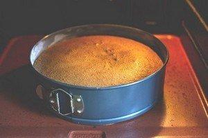 Проверяем готовность пирога Св. Иакова