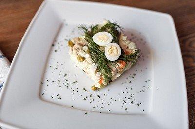 Как приготовить салат с камчатским крабом?