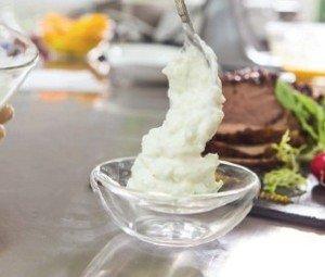 Подаем йогуртовый дип в пиале