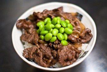 Gyudon - любимое блюдо посетителей японского ресторана Yoshinoya