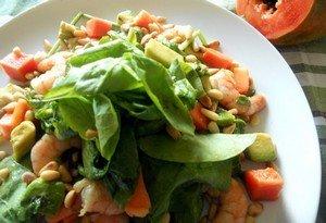 Способ приготовления салата из креветок с папайей