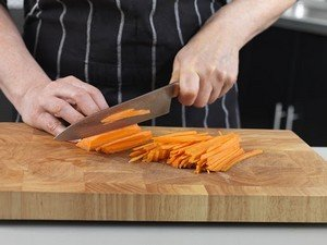 Нарезка овощей соломкой