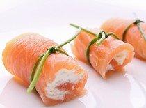 Рецепт приготовления рулета из лосося с хлебцами ячменными