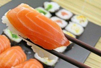 В суши используется кулинарно обработанная сырая рыба