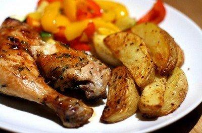 Как запекать цыплят с картофелем