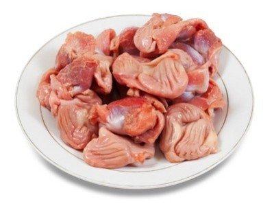 Ингредиенты для приготовления куриных желудков, жаренных с беконом и овощами