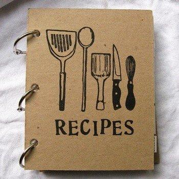 Книга рецептов - нужный кулинарный аксессуар для каждой домохозяйки