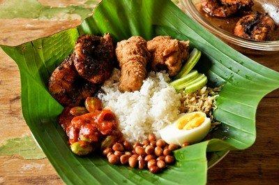 Очень часто в Таиланде блюда подаются на банановом листе