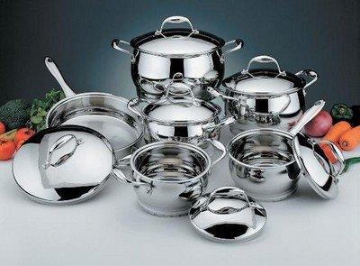 Хромированная посуда идеально подойдет для кухни в стиле хай-тек