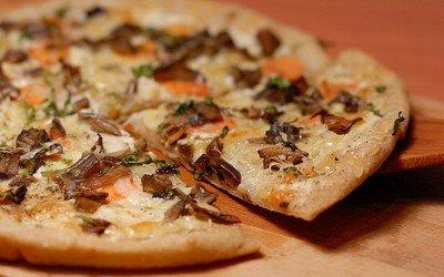 Как готовить тесто для пиццы по-русски