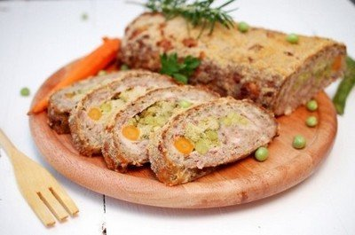 Рецепт приготовления мясного рулета с овощной начинкой