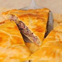 Рецепт слоеного мясного пирога с брынзой