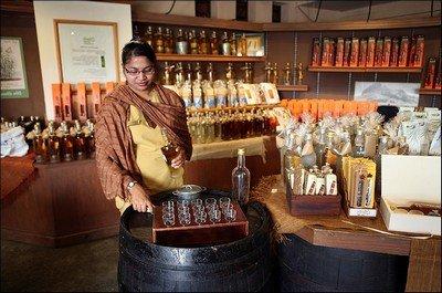 С чем положено пить ром в культурном обществе?