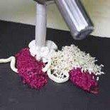 Выкладываем крем-мусс из козьего сыра