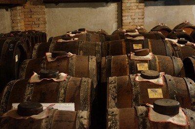 Качественный бальзамический уксус выдерживается несколько лет в деревянных бочках