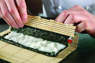 Как самостоятельно приготовить суши: рецепт, ингредиенты и приготовление