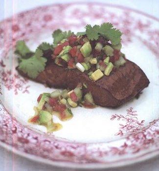 Рецепт приготовления горячей копченой семги с сальсой из чили от Джеймса Тревора Оливера