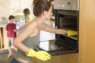 Как эффективно очистить духовку от жира