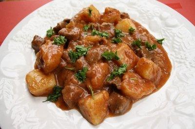 Рецепт приготовления подливы с курицей, грибами и добавлением томата