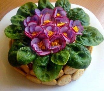 Рецепт приготовления салата «Фиалка» из копченой курицы и чернослива
