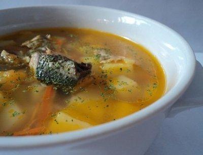 Как готовить рыбный суп с консервированной сайрой