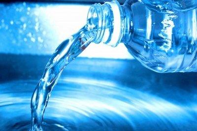 Чистая вода в бутылках