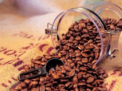 Хранение кофе в стеклянной банке помогает дольше сохранить его качества