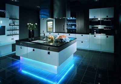 Кухня-остров - распространенный вид планировки совмещенной кухни и столовой